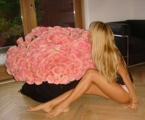 частные фото с девушек с цветами