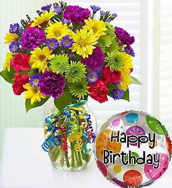 Яркий букет цветов и шарик на день рождения