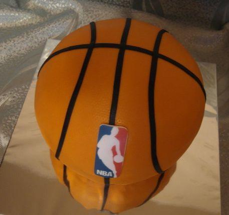 в форме баскетбольного