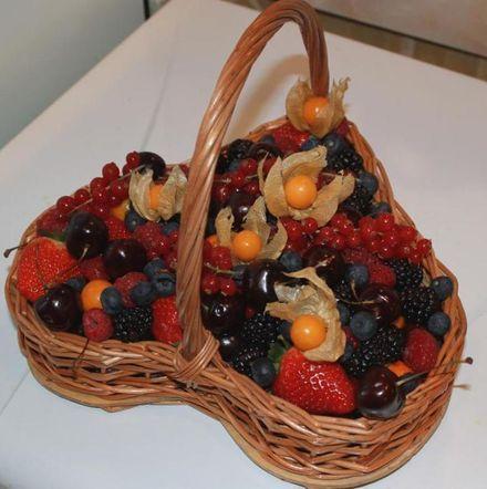 Подарочная корзина из фруктов своими руками