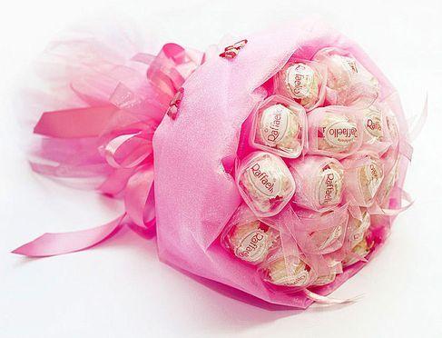 Заказать букеты из конфет по киеву где купить арамашевские розы