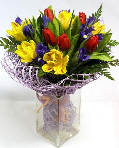 Недорогая и быстрая доставка тюльпанов, ирисов по Киеву